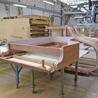picture_HDH_article_piano_001<br><span style='float:right; font-size:11px;font-weight:normal;'>© www.holzindustrie.de</span>